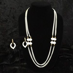 Jewelry - Vintage white chain necklace and earrings L001
